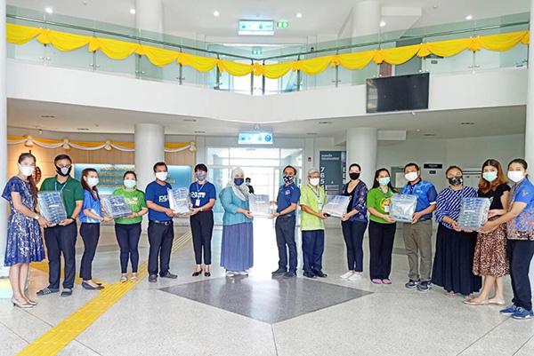 มอบ Face shield ให้ศูนย์อาสาลูกพระบิดา วิทยาเขตปัตตานี นำส่งต่อให้โรงพยาบาล