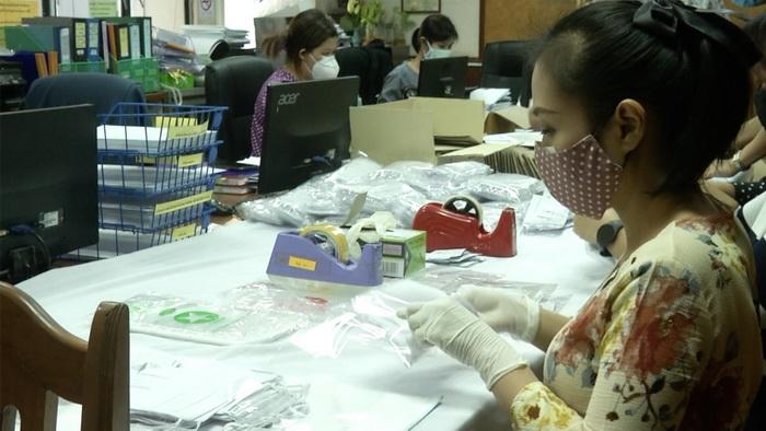 ทน.ขอนแก่นผลิตหน้ากากผ้าแจกชาวชุมชนทางไปรษณีย์
