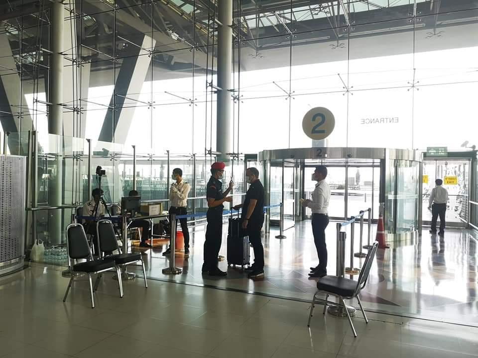 ชะลอเข้าไทย ให้ลงทะเบียนสถานทูต ติดตาม 14 วันก่อนเดินทาง หลังยอดติดเชื้อไม่ลด