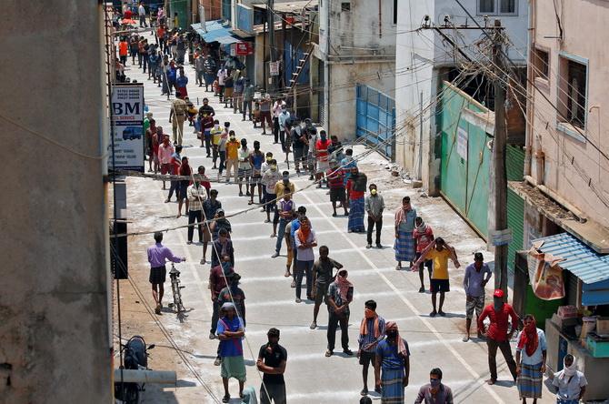 อินเดียส่อถอดใจยอมแพ้โควิด-19 เตรียมเลิก'ล็อกดาวน์'ห่วงคนหลายล้านตกงาน