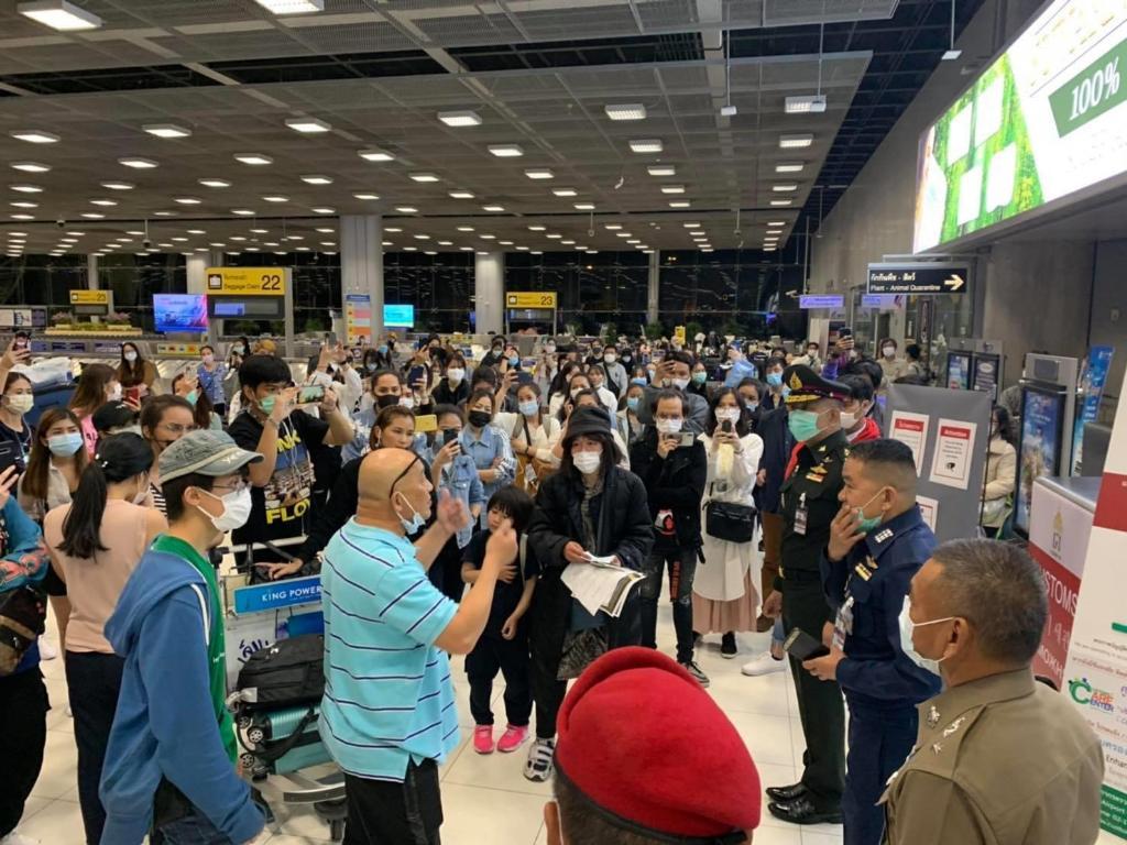 เผยมี 166 คนหลุดจากสนามบินสุวรรณภูมิ ไม่สนกักตัว สาธารณสุขได้แต่แจ้งความ