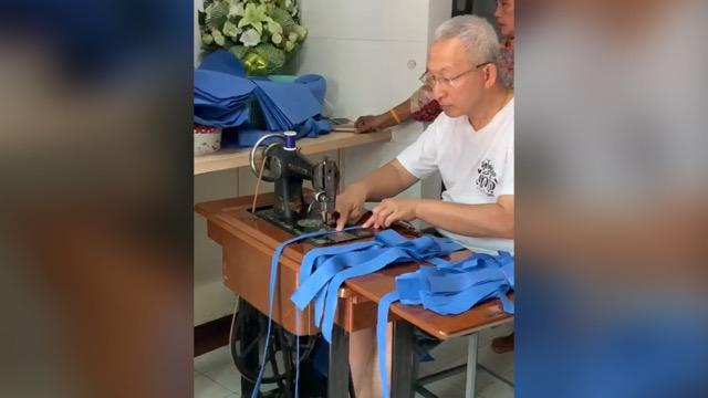 ชื่นชม! นพ.อุดม คชินทร เย็บถุงสวมรองเท้าเพื่อมอบหอผู้ป่วยห้องแยกโรคติดเชื้อโควิด-19 ศิริราช (ชมคลิป)