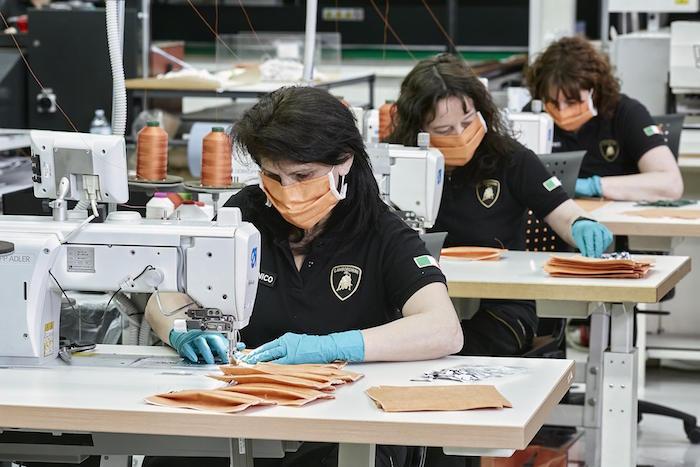 อุปกรณ์การแพทย์ของ Lamborghini จะถูกสร้างขึ้นโดยช่างฝีมือในศูนย์การผลิตของ Lamborghini