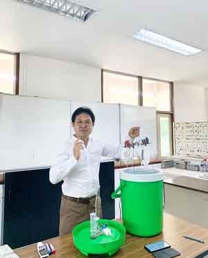 ผศ.ดร.ศักดิ์ระวี ระวีกุล อาจารย์สาขาวิชาวิศวกรรมไฟฟ้า คณะวิศวกรรมศาสตร์ มทร.อีสาน วิทยาเขตขอนแก่น