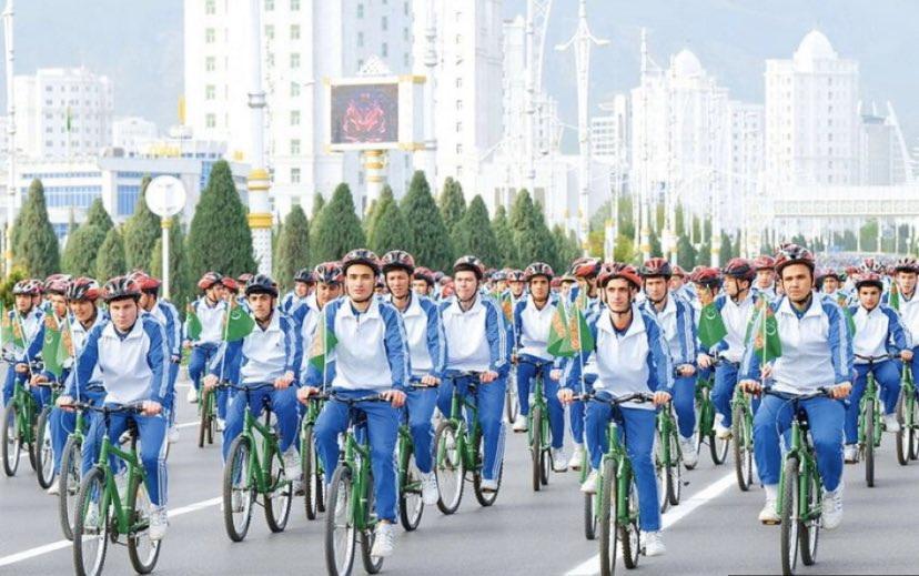 เย้ยไวรัส!! เติร์กเมนิสถานจัดกิจกรรม 'ปั่นจักรยานหมู่' ยันผู้ติดเชื้อโควิด-19 ยังเป็น 'ศูนย์'