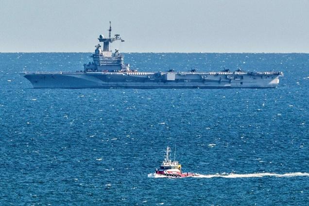 """In Clip: เรือบรรทุกเครื่องบินฝรั่งเศส """"ชาร์ล เดอ โกล"""" มีลูกเรือติดเชื้อ อย่างฮา """"ผดส.เรือเฟอร์รีอิหนา"""" กระโจนลงน้ำว่ายเข้าฝั่งหลังท่าเรือปิด"""