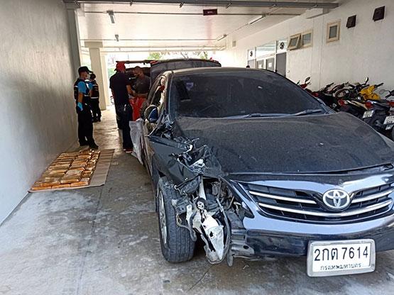 ตำรวจคูคตจับหนุ่มชนแล้วหนีซุกกัญชา 54 กิโลกรัมไว้ท้ายรถ