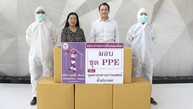 ธานินทร์ พานิชชีวะ มอบชุด PPE ให้โรงพยาบาล 10 แห่งทั่วประเทศ