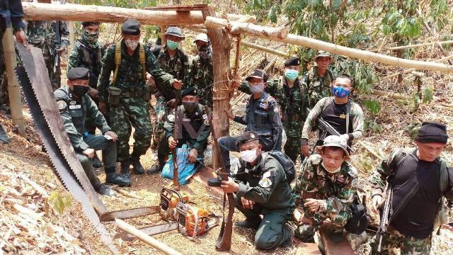 เชื้อชั่วไม่เคยตาย!ทหาร-ป่าไม้ติดอาวุธเดินดอยเป็นวัน ทลายโรงเลื่อยเถื่อนกลางป่าแม่สอด