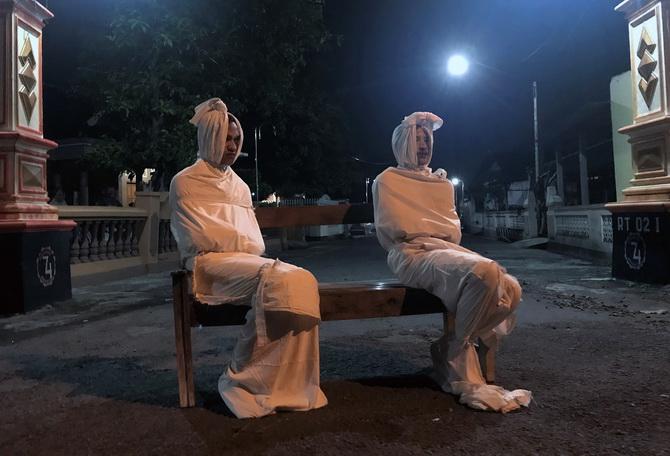 ช่างคิด!!อินโดฯใช้'ผี'สกัดคนออกนอกบ้าน ป้องกันโควิด-19แพร่ระบาด(ชมคลิป)