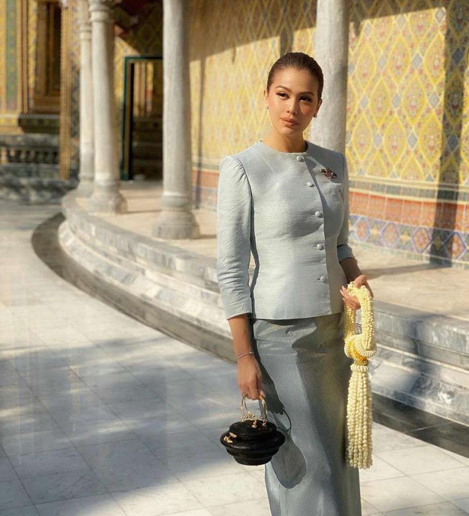 ไฮโซสลัดแบรนด์เนม อวดชุดไทยรับวันสงกรานต์ปีใหม่ไทย