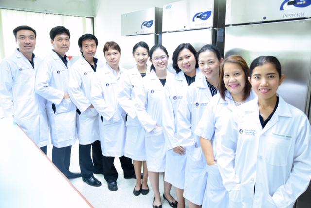 ทีมเจ้าหน้าที่ศูนย์วิเคราะห์คุณภาพผลิตภัณฑ์ (MUPY-CAPQ) ฝ่ายจุลชีววิทยา คณะเภสัชศาสตร์ มหาวิทยาลัยมหิดล