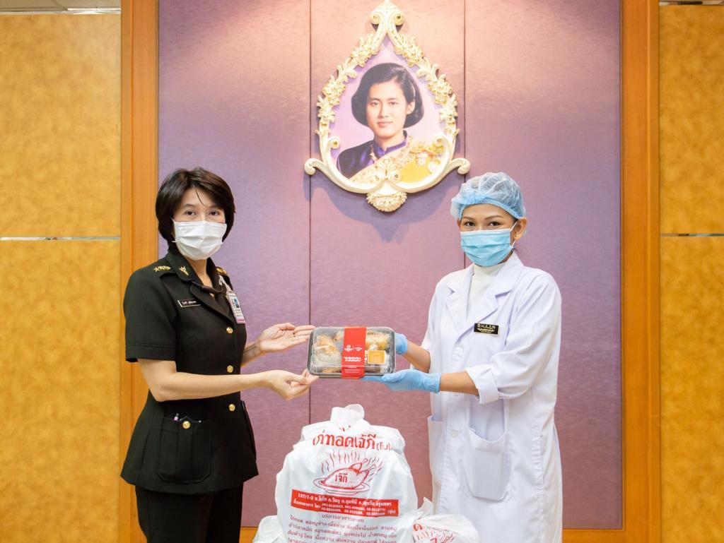 """ททท. และมิชลิน ร่วม """"ห่วงใยเมืองไทย ก้าวไปด้วยกัน"""" จัดส่งอาหารร้านอร่อยระดับโลกจากมิชลิน ไกด์ เพื่อดูแลบุคคลากรทางการแพทย์ 9 โรงพยาบาล"""