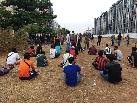 ตำรวจคลองหลวงจับแรงงานเขมร-พม่าสุมหัวจัดกิจกรรมเย้ย พ.ร.ก.ฉุกเฉิน
