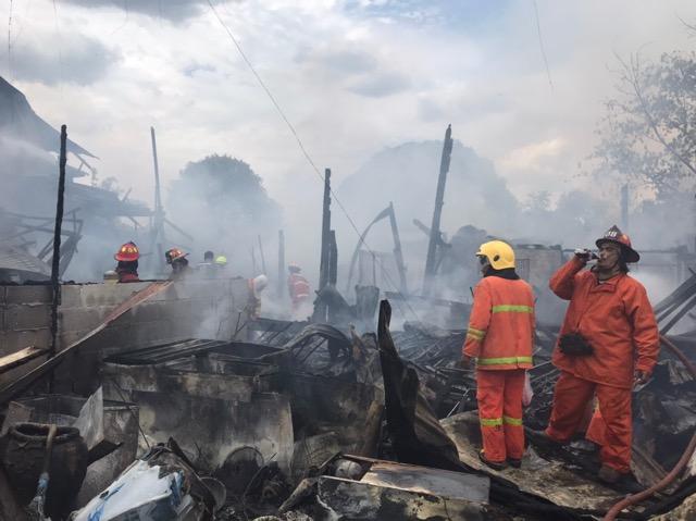 ไฟไหม้บ้านเช่า วอด 7 หลัง ทรัพย์สินไหม้เป็นเถ้าถ่าน โชคดีไม่มีใครได้รับบ้านเจ็บ