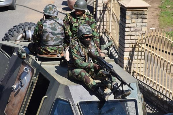 In Clip : นายกฯ เลโซโทเดือดจัด! ส่งทหารเข้าตรึงกำลังทั่วเมือง หลังโดน ตร.สงสัยเอี่ยวการเสียชีวิตของภรรยาเก่า