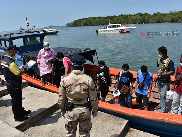 วันที่ 2 แรงงานประมงแห่กลับเยอะสุดด่านท่าเรือตำมะลัง เจ้าท่ากังวลเดินกับเรือเล็กอาจไม่ปลอดภัย