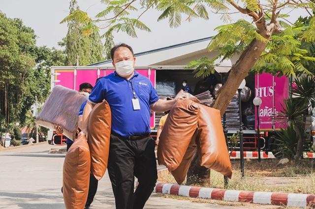 """คาราวาน """"Lotus Rangers"""" ออกปฏิบัติการส่งมอบที่นอนสนาม 3,000 ชุด ถึงมือบุคลากรทางการแพทย์ 26 โรงพยาบาลสนาม"""