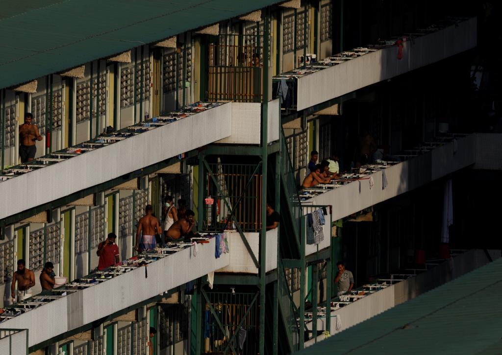 """ศบค.เผย """"สิงคโปร์"""" ติดโควิดสูงจาก """"แรงงานต่างด้าว"""" อาศัยแออัด ย้ำ ไทยต้องสแกนกลุ่มนี้ด้วย"""