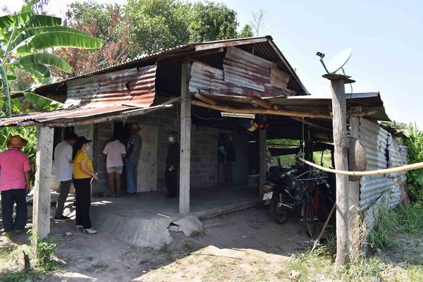 ทต.บัวบานเตรียมสร้างบ้านให้ครอบครัวเด็กแฝดแม่พิการอาศัยหลังเตาเผาศพ