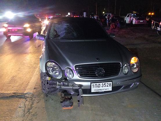 เสี่ยขับเบนซ์นั่งเศร้าชนคนข้ามถนนเสียชีวิต