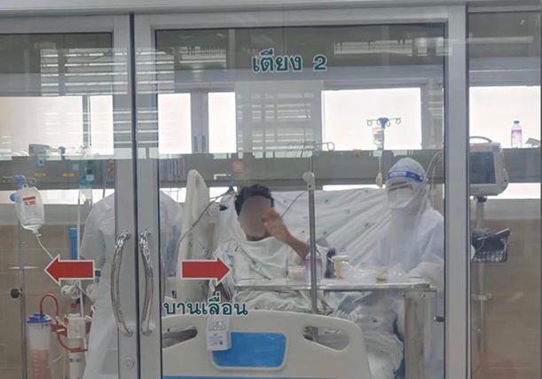 แพทย์ รพ.ขอนแก่น เผยภาพ ผู้ป่วยโควิด-19 รายที่ 5 โบกมือทักทาย หลังผ่านวิกฤตเฉียดตาย