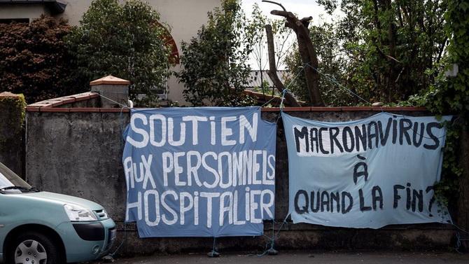 ดินแดนปชต.!!ประชาชนถูกคุมตัวฐานแขวนป้ายต้านล็อกดาวน์เหน็บผู้นำฝรั่งเศส'มาโครนาไวรัส'