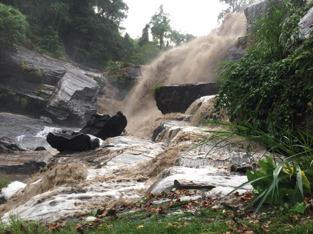 ดอยอินทนนท์ฝนหนักทั้งคืนจนน้ำหลากส่งผลดีน้ำตก-ลำน้ำสาขาที่แห้งขอดฟื้นคืนชีพ