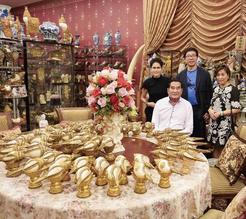วันว่าง บิ๊กสันต์มักจะเปิดบ้านรับผู้มาเยี่ยมชมหอยสังข์ ของสะสมชิ้นโปรดอยู่เป็นประจำ