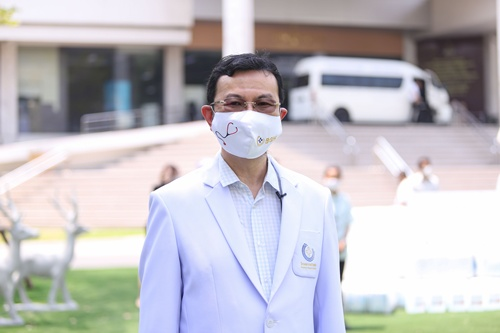 นายแพทย์พรเทพ พงศ์ทวิกร ผู้อำนวยการโรงพยาบาลบ้านแพ้ว