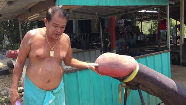 """ชาวประมงพื้นบ้านตราด แห่นำปลัดขลิก บนบาน""""เจ้าแม่แหลมกระทือ"""" ให้หาปลา-ค้าขายได้"""