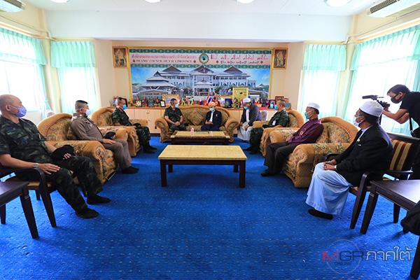 แม่ทัพ 4 เข้าพบ ปธ.กรรมการอิสลามยะลา ขอความร่วมมือพี่น้องไทยมุสลิมร่วมป้องกันการแพร่ระบาดโควิด-19 ในเดือนรอมฎอน