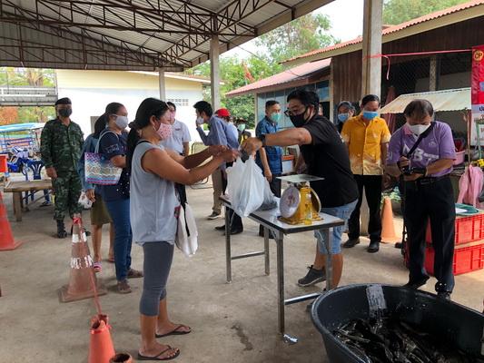 หนองคายนำปลากระชังขายให้ชาวบ้านราคาถูก ลดค่าใช้จ่ายช่วงโควิด-19ระบาด
