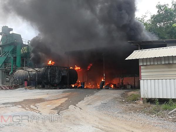 ระทึก! เกิดเหตุไฟไหม้โรงงานผสมยางมะตอยดิบที่สงขลา ลุกลามเผาเสียหายกว่า 40 ตัน