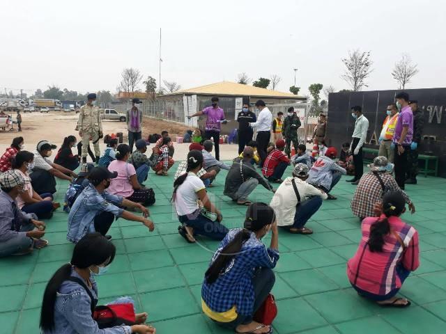 ข่าวลือทำป่วน!แรงงานพม่าแห่จ้างรถส่วนบุคคล-รถสินค้า รอหน้าด่านฯแม่สอดกว่าครึ่งร้อย