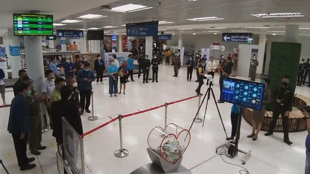 สนามบินเชียงใหม่เข้มเฝ้าระวังคัดกรองผู้โดยสารสกัดโควิดหลัง4สายการบินเริ่มกลับบริการ