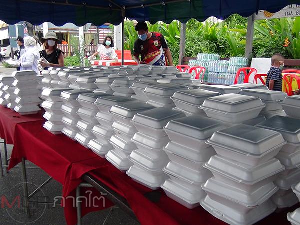 ผู้ใหญ่ใจดีขนข้าวกระเพราะไก่ไข่ดาว 1,000 กล่องแจกฟรี ช่วยชาวสตูลช่วงโควิด