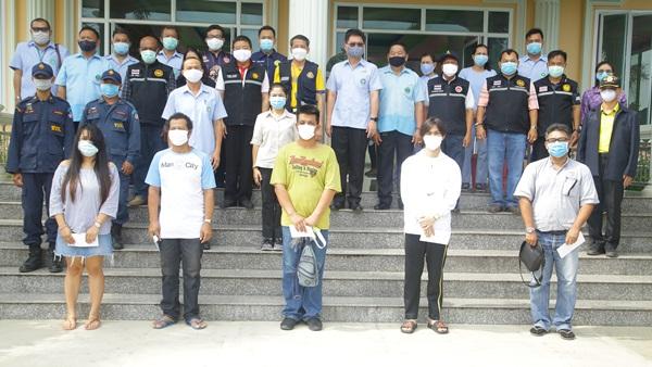 จันทบุรี ส่งตัวคนไทยจากกัมพูชากลับภูมิลำเนาหลังกักตัวครบ 14 วัน ผลตรวจเชื้อโควิด-19 เป็นลบ