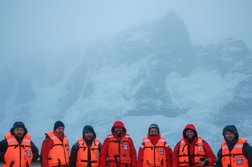 """เส้นทางวิบากสู่ """"แอนตาร์กติกา"""" ของนักวิทย์ยูเครนในยุคโควิด-19"""