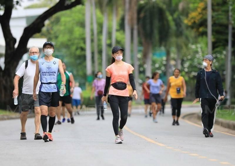 """เตือนอย่าสวม """"หน้ากาก"""" ขณะวิ่งออกกำลังกาย เว้นตอนเข้าสวนสาธารณะ-พูดคุยใกล้ชิด"""