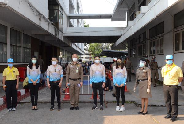 ตำรวจภาค 3 จัดตำรวจรวมใจเพิ่มสุขหยุดโควิด-19 แจกถุงยังชีพ-ข้าวกล่องประชาชน