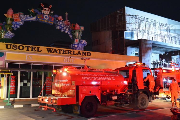 """ไฟไหม้ """"ยูโซเทล วอเตอร์แลนด์"""" สวนน้ำชื่อดังกลางเมืองอุดรฯ"""