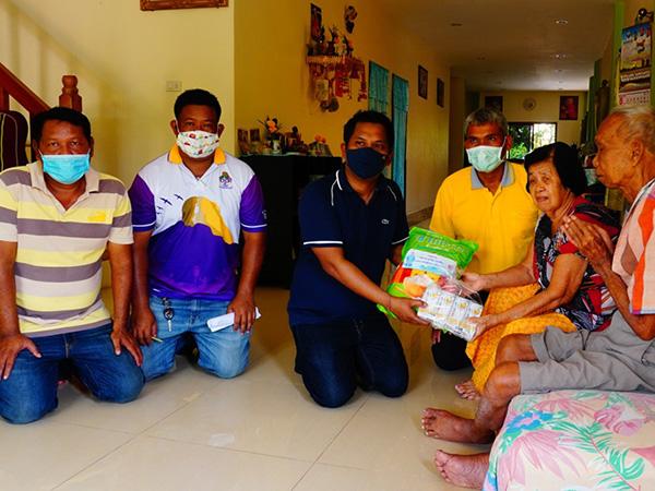 นักธุรกิจเมืองลุงควักเงิน-เปิดบัญชี ชวนเพื่อนจัดซื้อข้าวสารแจกจ่ายช่วยชาวบ้าน