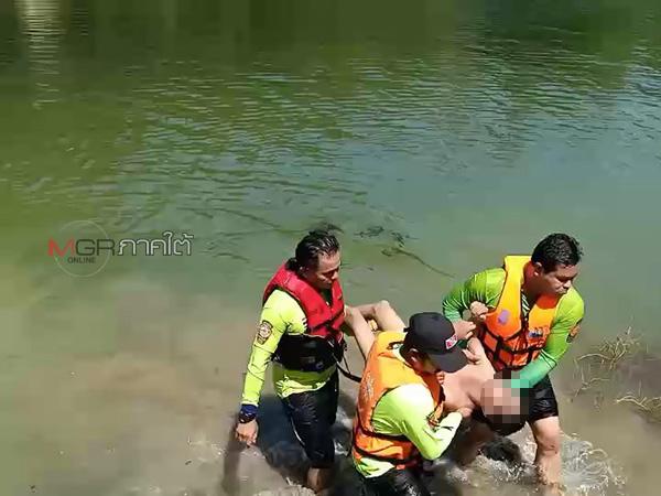 สลด! เด็ก 4 คนชวนกันไปเล่นน้ำที่บ่อดินร้าง 1 คนพลาดเดินไปที่ลึกจมหายต่อหน้าเพื่อน กู้ภัยงมหาร่างนานกว่า ชม.