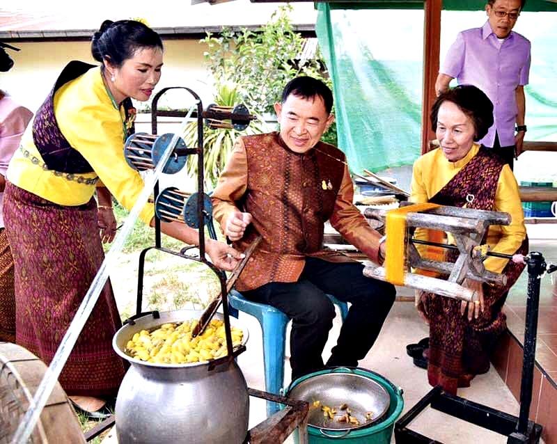 พาณิชย์เตรียมพร้อมพัฒนางานหัตถศิลป์ไทย ผลักดันสู่ตลาดสากลหลังสถานการณ์โควิด-19 คลี่คลาย