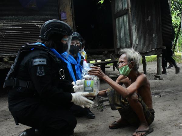 ทหารพรานที่ 41 ยะลา จัดกำลังพลส่งอาหาร ช่วยเหลือ ปชช.ช่วงโควิด-19