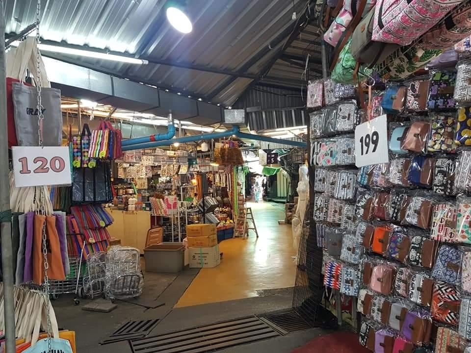 ร้านค้าภายในตลาดนัดสวนจตุจักร (ภาพ : เพจตลาดนัดจตุจักรกรุงเทพมหานคร)