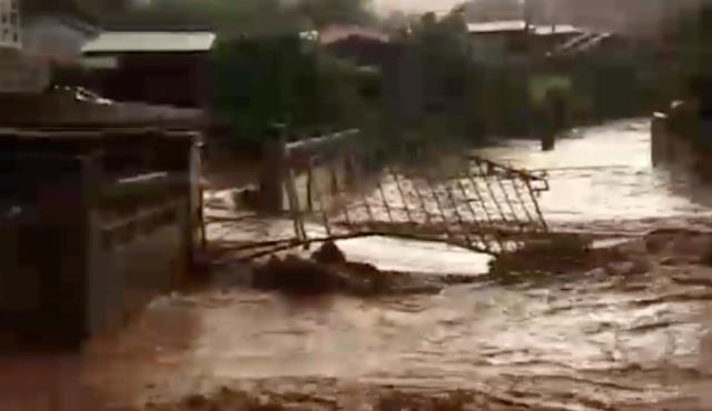 ฝนถล่มรอยต่อสบปราบ-เสริมงาม น้ำป่าทะลักล้นห้วยท่วม 5 หมู่บ้านทันที