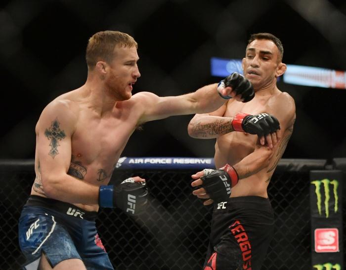"""UFC คัมแบ็กเย้ยโควิด!! """"แกธจี"""" ถลุง """"เฟอร์กูสัน"""" เลือดอาบน็อกยก 5"""