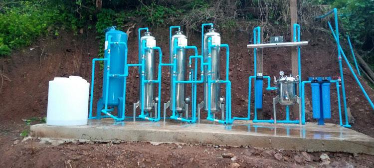 การสร้างระบบประปาภูเขา วางท่อส่งน้ำ มาเก็บในถังเก็บน้ำสำหรับใช้อุปโภคในครัวเรือน ติดตั้งระบบกรองน้ำดื่มสะอาดไว้ใช้ทั้งชุมชน